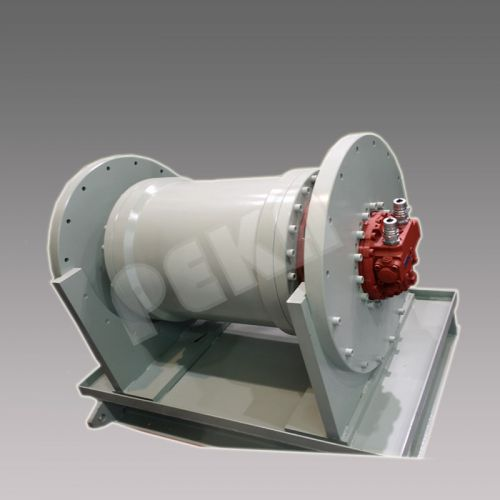 Bult-in hydraulic winch